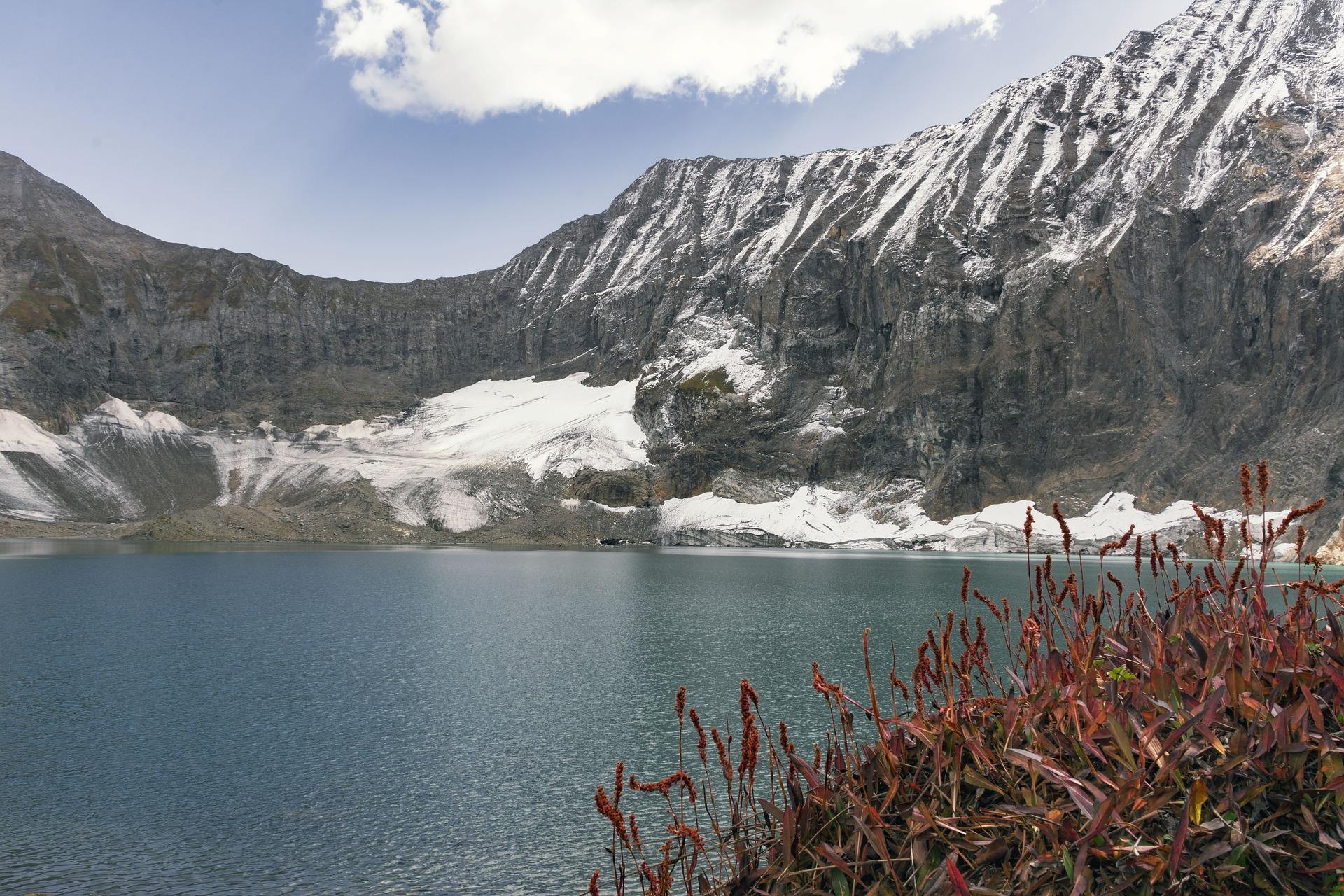 Things to explore in Pakistan - Ratti Gali Lake, Azaad Kashmir